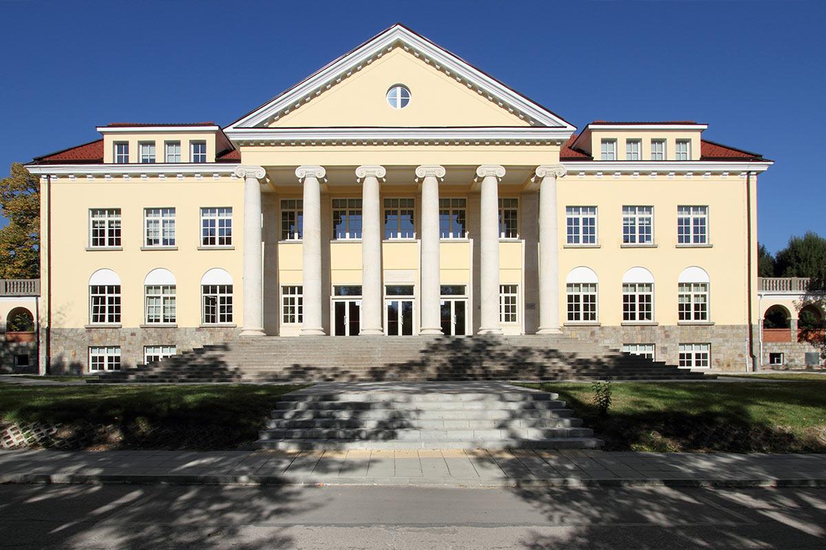 реконструкция американски колеж