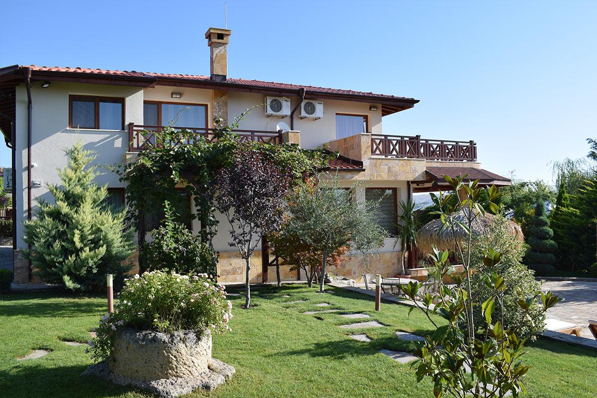 Еднофамилна къща с топлоизолационна система
